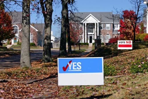 homeowners association yard signs