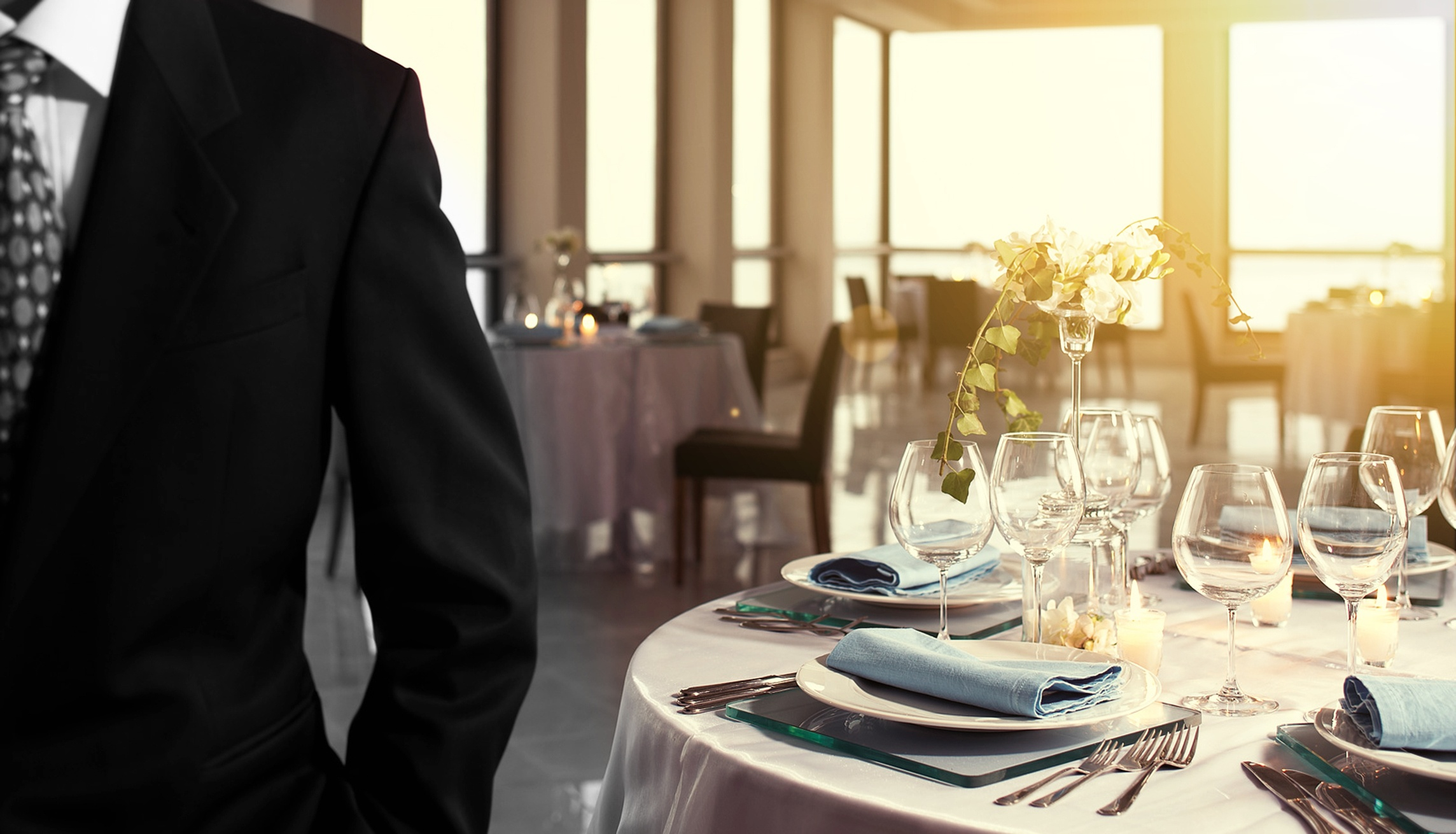 wedding business table setting - ThinkstockPhotos-541823516